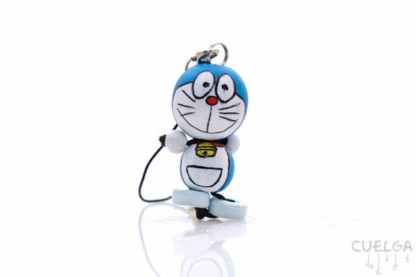 Llavero Madera Pintado a Mano Doraemon