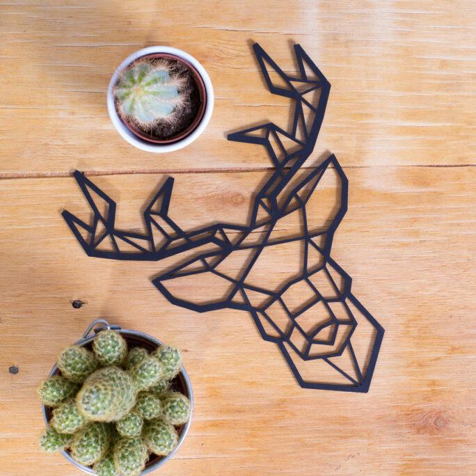 ciervo-sobre-madera